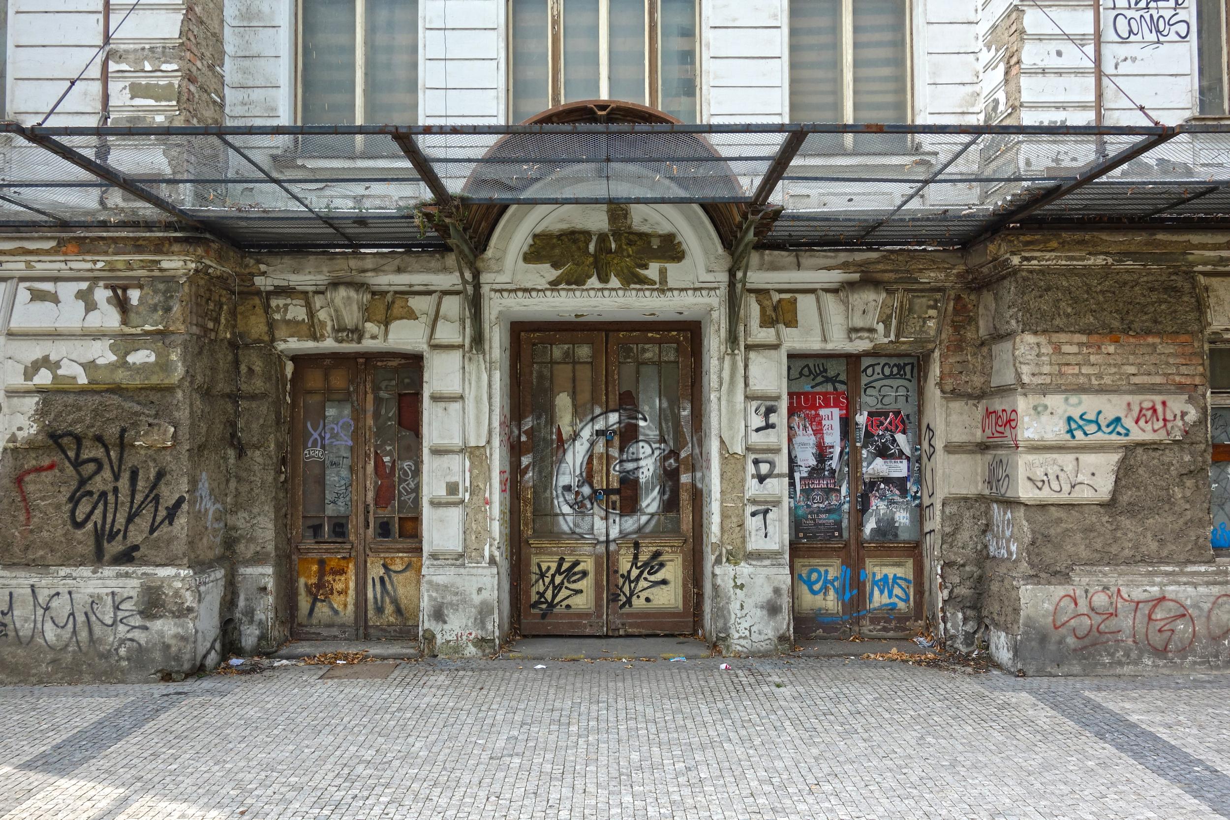 Pomalá smrt vzácné památky pod taktovkou ČD / iDnes.cz: 22.12.2006